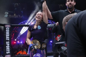 Michelle-Waterson-Victory-Invicta-5-Esther-Lin